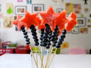 Adorable red and blue fruit wands from weelicious.com